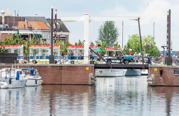 Het nieuwe toerisentreintje vervoert sinds twee weken dagjesmensen van en naar de Harderwijkse boulevard.