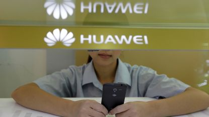"""Nieuwjaarswensen van Huawei verstuurd met... iPhone: medewerkers """"gestraft"""""""