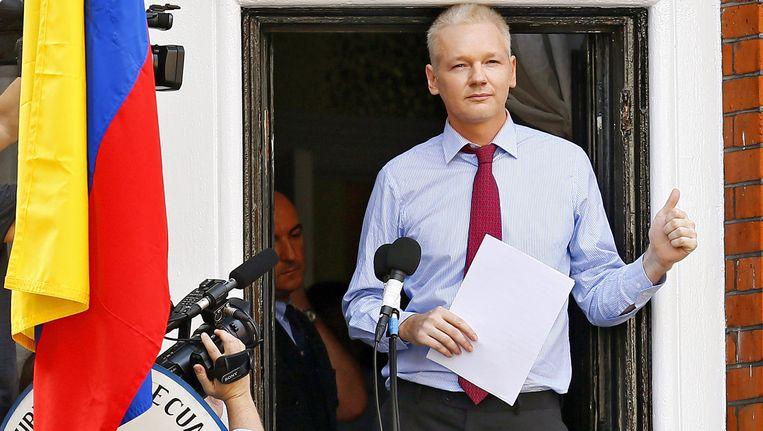 Julian Assange deze zomer op de Ecuadoraanse ambassade in Londen. Beeld anp