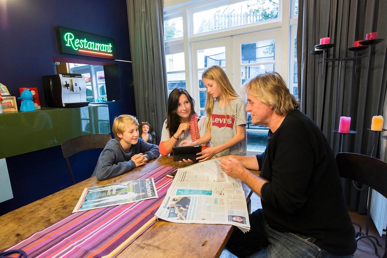 Familie van Dijk bespreekt wat ze gaan doen met de vrije dag