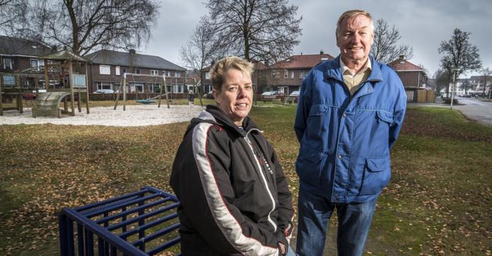 Trudy Kamst en Frits Franke luiden de noodklok over hun wijk, Twekkelerveld. De verloedering gaat de twee aan het hart.