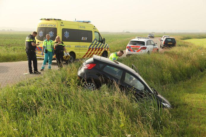 Vrouw rijdt van talud op Burgemeester Smitsweg in Maren-Kessel
