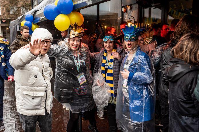 De regen kon de deelnemers aan de Osse kluuntocht niet echt deren.