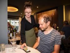 In restaurant 't Kleijn Geluck in Son eet je van je telefoon... zodat je er niet op kunt kijken