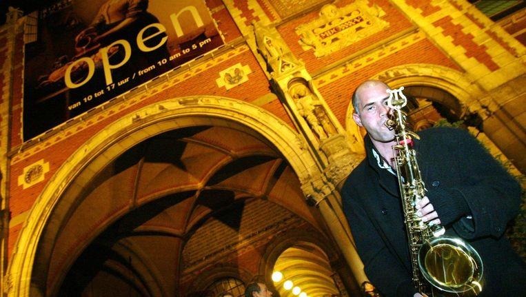 Een muzikant speelt voor het Rijksmuseum tijdens een eerdere editie van de Museumnacht Beeld ANP