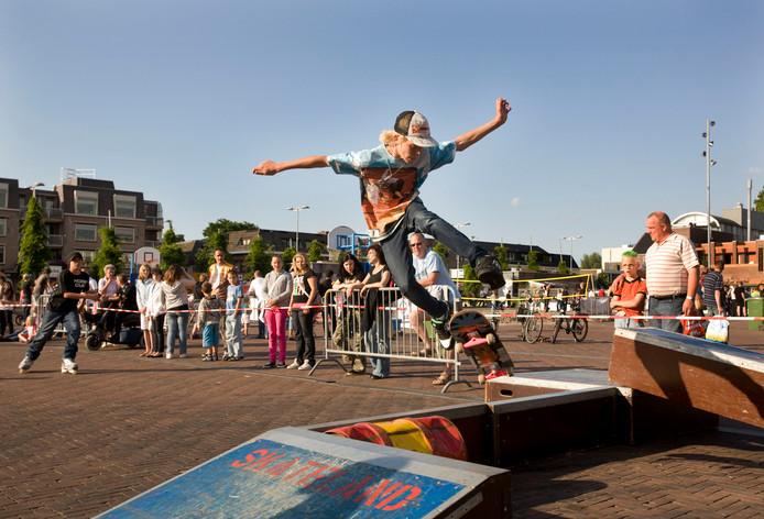 Foto van een eerder evenement op de vernieuwde Markt in Ede. De jongere op de foto heeft niets met de geschetste situatie van doen.