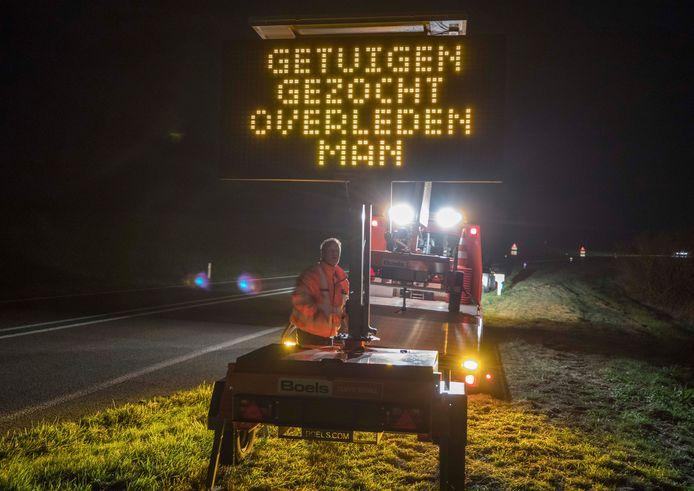 Op de Oesterdam staan ter hoogte van de Bergse Diepsluis digitale borden met het verzoek om tips te delen met de politie.