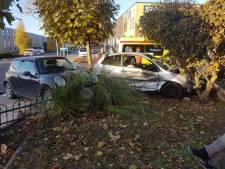 Auto's komen na botsing in voortuin terecht in Lichtenvoorde