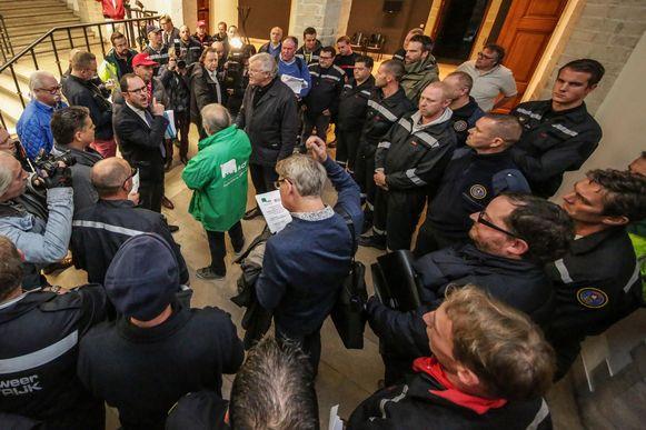 In 2017 voerden ontevreden brandweerlui van Fluvia ook al eens actie op het stadhuis van Kortrijk.