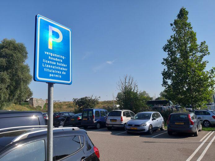 De nieuwe zone voor vergunninghouders op het gratis parkeerterrein aan de Hoofdpoortstraat in Zierikzee