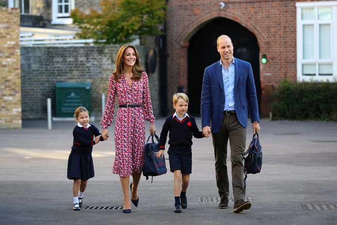 Prinses Charlotte (links) met haar broertje prins George en hun ouders William en Kate.