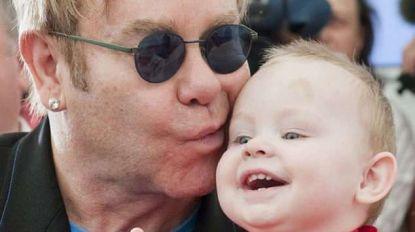 Elton John herenigd met Oekraïens jongetje dat hij 9 jaar geleden wilde adopteren