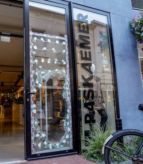 Nieuwsoverzicht | Waalwijks café dicht na overlijden gast - Eigenaren kledingwinkel zien live hoe zaak wordt leeggeroofd