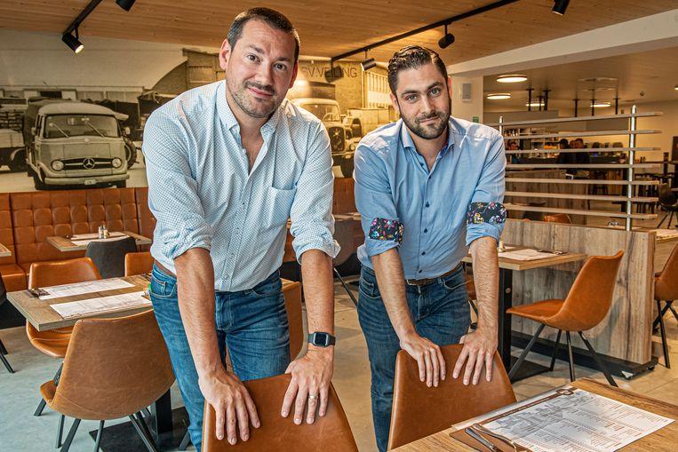 Miguel Hemelaere met advocaat Tom Noyez in het restaurant van de REO veiling.