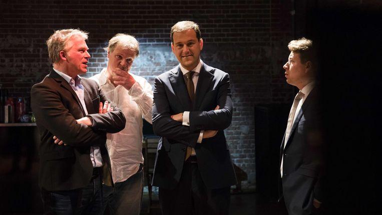 (V.L.N.R.) Wouter Bos, partijvoorzitter Hans Spekman en Lijsttrekker Lodewijk Asscher kijken naar de uitslagen uitzending op televisie, tijdens de verkiezingsavond van de PvdA na de Tweede Kamerverkiezingen. Beeld anp