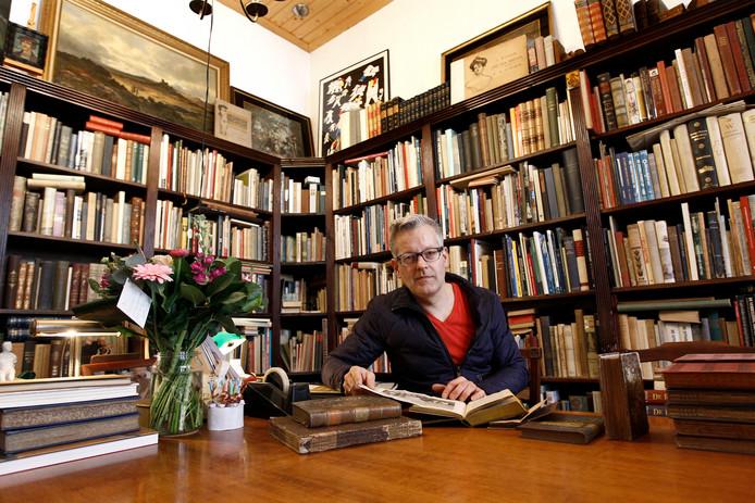 Jos Wijnhoven in zijn winkel aan de Walstraat. Archief 2013