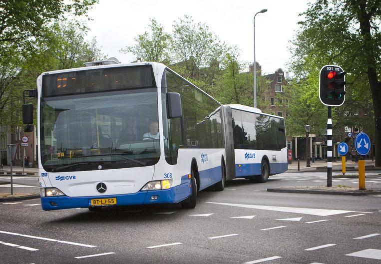 'Ouderen zitten noodgedwongen thuis nu de bus niet meer in de wijk komt.' Beeld Floris Lok