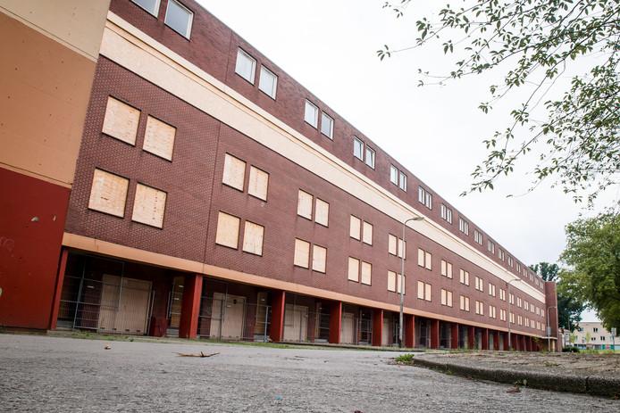 Flatcomplex aan Voermanstraat staat leeg, zal worden gerenoveerd.