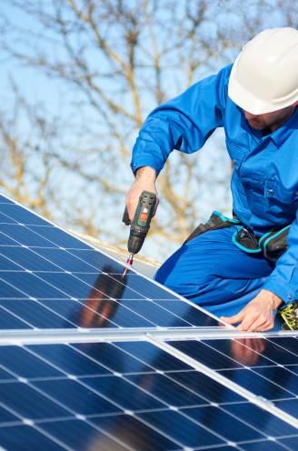 Een thuisbatterij, een zonneboiler of beter afwachten? Energie-experts vertellen hoe je toch nog zoveel mogelijk uit je zonnepanelen kan halen
