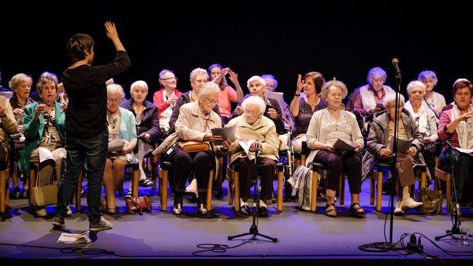 Ouderen met dementie zingen op Wereld Alzheimer Dag