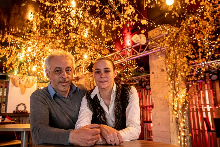 Mario Margodt en Marianne Regelbrugge openen binnen hun Popcorn Music de pop-upwinterbar Popcorn's Woodbar.