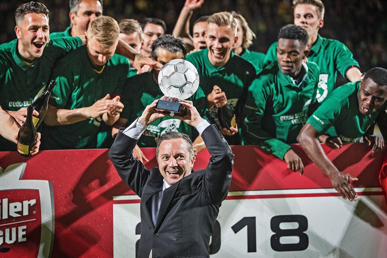 April 2018. Voorzitter  Isitan Gün van Fortuna Sittard viert met de selectie de promotie naar de eredivisie. Beeld Guus Dubbelman / de Volkskrant