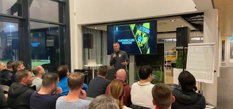 Vitesse met 110 trainers partnerclubs in de slag over jeugdvoetbal op Papendal