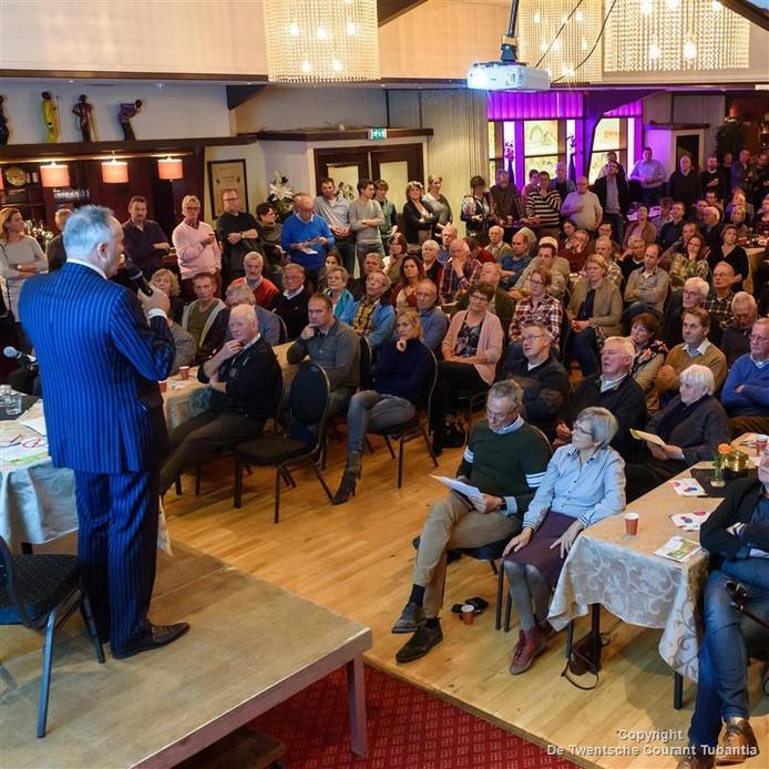 De zaal van de Haverkamp zat vol met bezorgde inwoners van Hof van Twente.