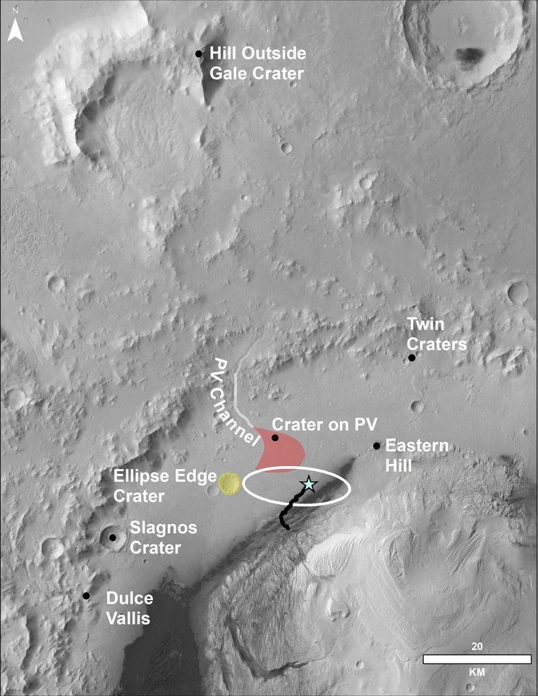 NASA maakte ook dit beeld van bovenaf. De ster is waar Curiosity in 2012 landde, en de zwarte lijn het pad dat de verkenner sindsdien aflegde.
