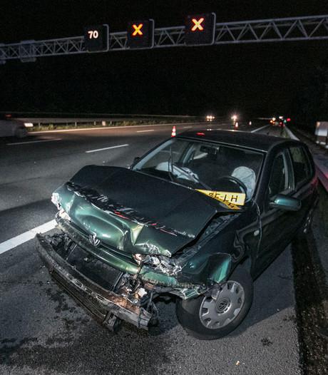 Auto total loss bij botsing achterop vrachtwagen op A12