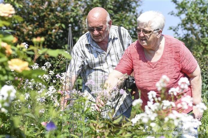 Bezoekers genieten van de open tuinen in Marle