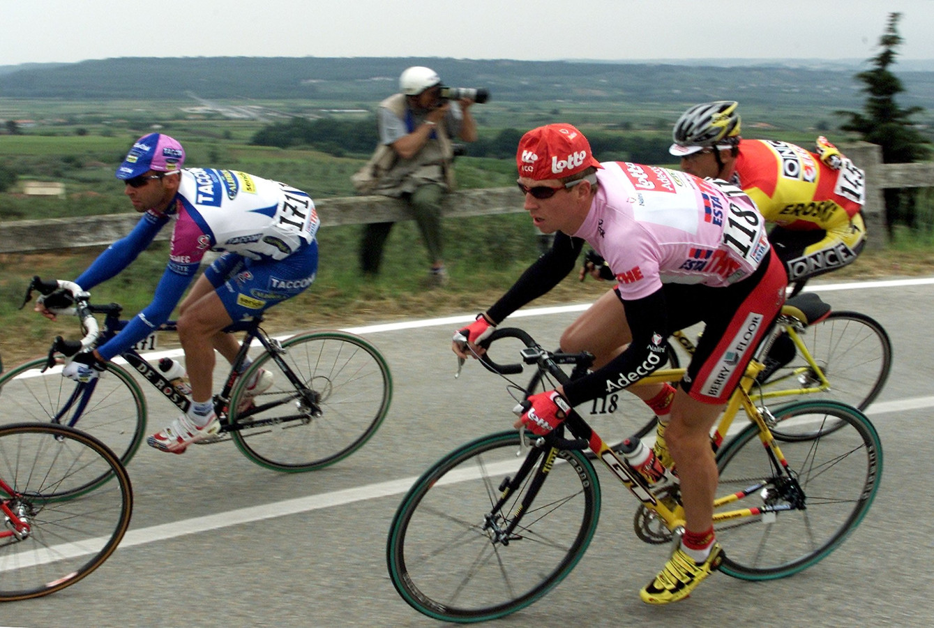 Verbrugghe in de roze trui in de Giro van 2001.