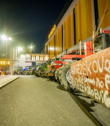 Boeren bezetten ook ongebruikt nieuw centrum van Jumbo in Nieuwegein