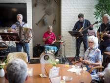 Bejaardenmuziek slaat aan bij de Eeshof in Tubbergen