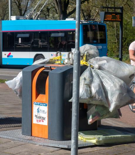 Meer afval door corona: Arnhem gaat grofvuil tijdelijk weer ophalen