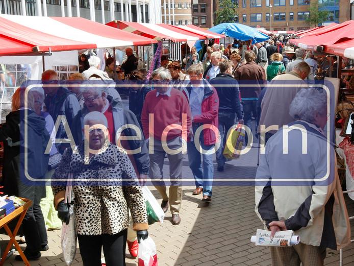 Proef led-verlichting Hendrikplein van start | Apeldoorn | destentor.nl