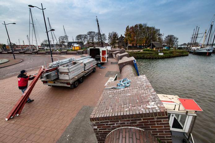 In november vorig jaar startte het waterschap het onderhoud aan de kademuur langs de Oude Buitenhaven in Kampen.
