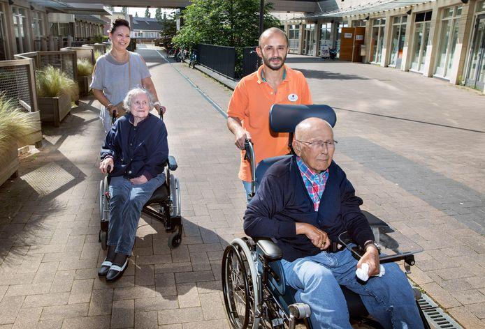 Hasan Fakhane doet iedere woensdag vrijwilligerswerk bij een verzorgingshuis in Leidschenveen.