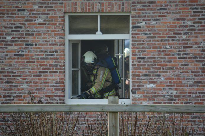 De woning liep binnenin flinke rookschade op.