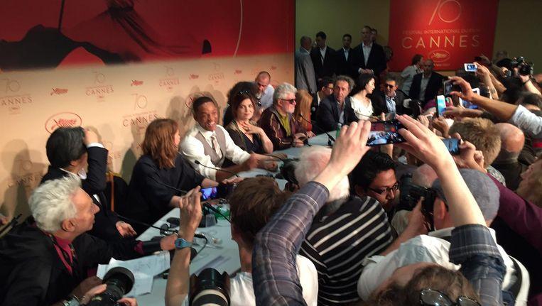 Een jury onder voorzitterschap van Pedro Almodóvar zal bepalen welke van de negentien films die in aanmerking komen voor de Palm er met de eer vandoor gaat. Onder meer Jessica Chastain en Will Smith nemen plaats in de jury. Beeld Jan Pieter Ekker