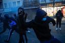 Betogers maakten de politie uit voor moordenaars.
