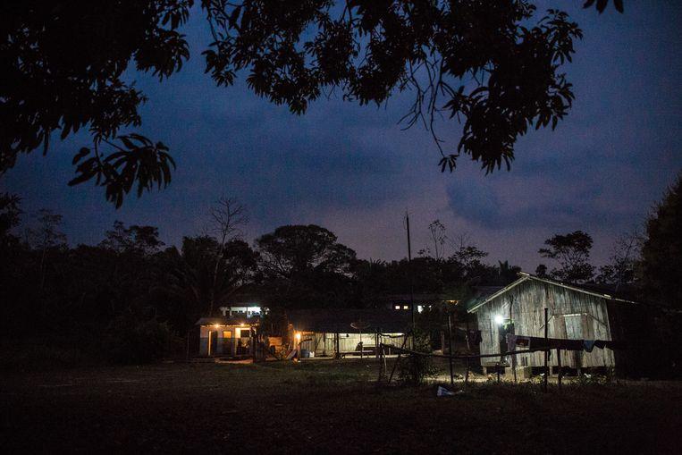 Het Karipuna-dorp Panorama. De inwoners slapen vaak slecht, bang voor de landbezetters, die het stamhoofd André ook met de dood bedreigen. Beeld Marlena Waldthausen