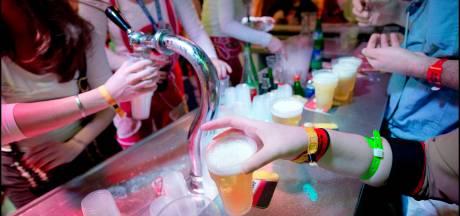 In Knotsenburg kost een biertje nog gewoon 1 Knots: 2,60 euro