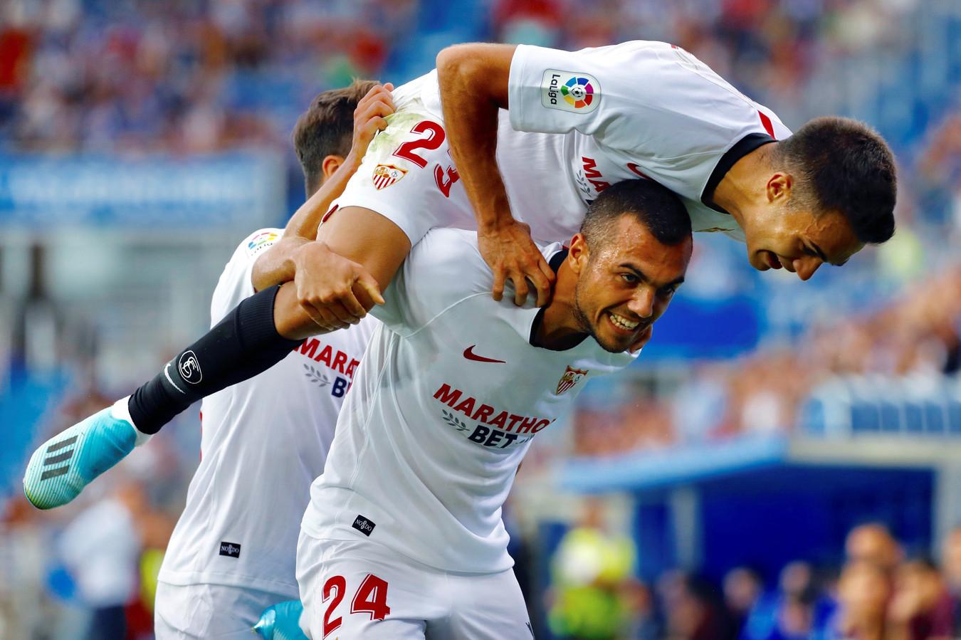 Joan Jordán viert zijn goal met Sergio Reguilon op zijn rug.