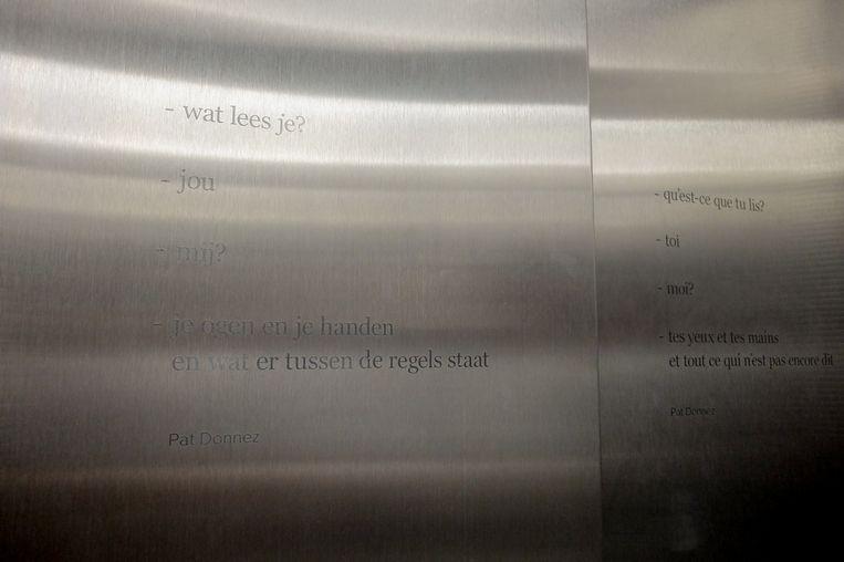Een gedicht van Pat Donnez siert de lift van Het Predikheren.
