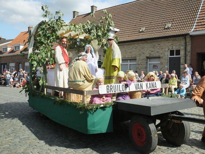 De bruiloft te Kana is een van de pronkstukken van de processie.