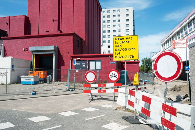 Zuidplein Rotterdam. Links het oude theater, rechts het winkelcentrum. Beeld Sabine van Wechem
