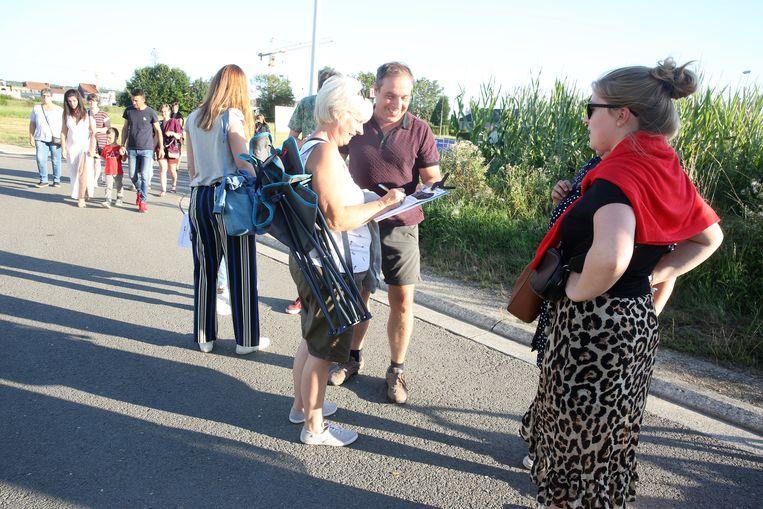 Buurtbewoners van de villa Sainte Anne verzamelden maandagavond ook handtekeningen aan de ingang van de Stroppenconcerten.