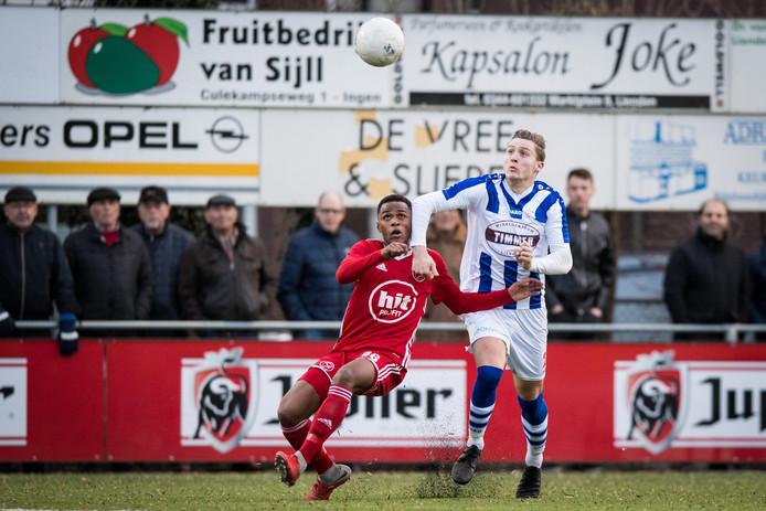 Guiliano With (Jong Almere City FC) en Marlon Versteeg (FC Lienden)