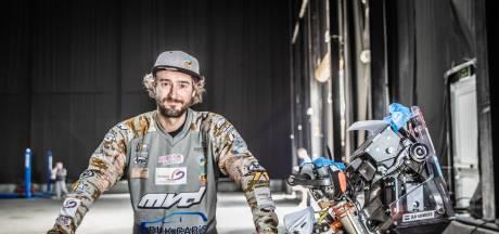 Olaf Harmsen volwassener op de motor na harde Dakar-les